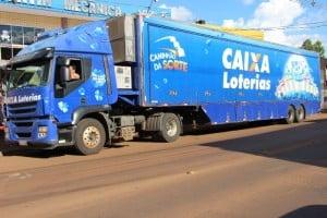 Sorteio é feito num caminhão pelo interior do Brasil
