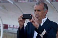 Roubaram um telemóvel a um treinador!Dentro de campo!