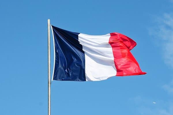 Governo francês decreta encerramento da Ligue 1