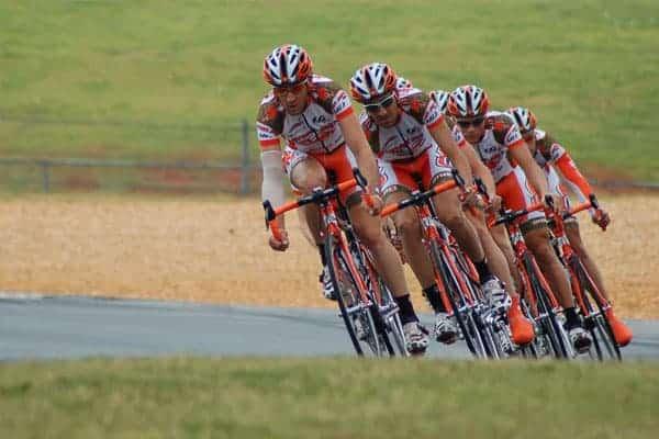 Team Ineos domina lista dos 10 ciclistas mais bem pagos do mundo